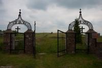 Brama cmentarza w Wiżajnach