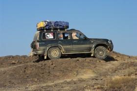 Landcruiser na polach lawowych
